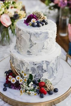 20 Delicious Floral Wedding Cake Design Ideas That Inspire You Wedding Cake Fresh Flowers, Small Wedding Cakes, Floral Wedding Cakes, Beautiful Wedding Cakes, Wedding Cake Designs, Wedding Cake Toppers, Beautiful Cakes, Wedding Ideas, Amazing Cakes