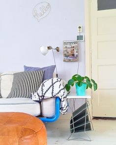 #kwantuminhuis Wandhanger HELLO > https://www.kwantum.be/wonen/wanddecoratie/wonen-wanddecoratie-wandhanger-hello-goud-34x24-cm-0511202 @thuisinstyling