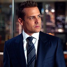 I love this shot, so here it is… - Suits Addict
