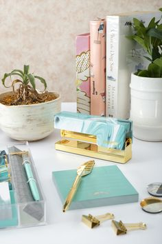 Score chic office desk items from Dress My Desk just like this aqua colored stationery set, gold feather pen and gold clips. These things will instantly upgrade your desk and add a touch of luxury. Aqua Office, Gold Office, Office Decor, Office Desk Accessories, Ceo Office, Office Ideas, Colorful Desk, Cute Office Supplies, Desk Styling