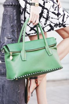 c8c08910d5d Have a handbag obsession? We're with you. #DesignerPursesWeAdore Big Purses,