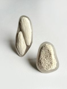 Textured Ceramic brooches Bola Lyon
