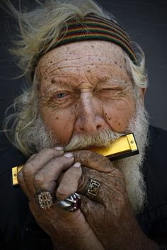 """The Music Man,"" a portrait of a homeless man who divides his time between San Diego and Tijuana - photographer Derek Slevin Old Faces, Many Faces, The Music Man, The Face, Interesting Faces, Street Artists, People Around The World, Ukulele, Portrait Photography"