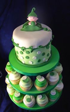 Peas in a Pod Baby Shower Cake. Read more: http://whatwomenloves.blogspot.com/2014/05/5-classic-baby-shower-themes.html