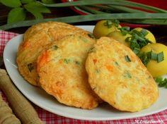 Kotleciki z kalafiora i marchewki ♥♥♥ Pomysł na FIT obiad :) Składniki: -1/2 główki kalafiora, -duża marchewka, -zielona cebulka, -2 jajka, -1 szklanka mleka, -3/4 szklanki mąki, -sól, -pieprz, -olej do smażenia... Kalafior i marchewkę ugotować w osolonej wodzie. Wystudzić i pokroić na drobne kawałki. Zieloną cebulkę posiekać. Jajka roztrzepać z mlekiem, dodać mąkę (jeśli ciasto będzie za rzadkie to można dodać więcej) i przyprawy. Na końcu wrzucić warzywa i cebulkę. Na rozgrzany o...