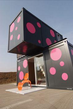 Um projeto de casa container nada convencional. #casacontainer