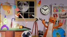 Wolfram heeft een telescoop en kijkt naar de sterren. Wat zijn al die lichtjes die we in de lucht zien als het donker is? Hij vertelt over de zon, de maan en de sterren.