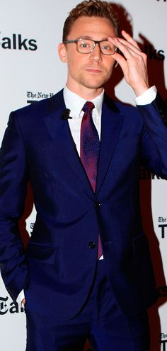 Tom Hiddleston at an event for Crimson Peak (Oct 2015). Enlarge photo (UHQ): https://ww1.sinaimg.cn/large/6e14d388gw1ey48rljwxuj22mn3twhdt.jpg Via Torrilla: https://m.weibo.cn/status/3910266250802349#&gid=1&pid=1