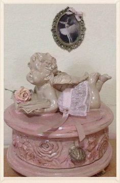 1/12+hat+miniature++dolls+house++hand+made++by+LeMiniaturediBea