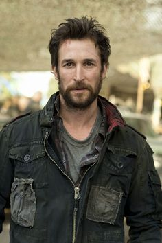 "Noah Wyle portrays the character of Tom Mason in the tv show ""Falling Skies"". Falling Skies, Noah Wyle, Sky Tv, Ex Machina, Steven Spielberg, Raining Men, Actors, Season 2, Picture Photo"
