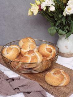 Mäkulinké kaiserky | Recepty - Mykitchendiary.sk Muffin, Bread, Breakfast, Food, Basket, Morning Coffee, Muffins, Breads, Baking