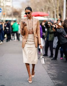 Is Head-To-Toe Beige Biggest Fashion Trend? How to wear head-to-toe beige, one of biggest fashion trends, seen at Dior, Fendi and Burberry—but also touted by the street style set at Paris Fashion Week. Fashion Week Paris, Big Fashion, Fashion 2017, Spring Fashion, Womens Fashion, Fashion Trends, Cheap Fashion, Affordable Fashion, Fashion Styles