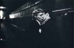 Ernst Haas – The kiss. New York City. 1958