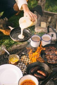 Retkiruokailu - brunssi - nuotiolla - pancakes - lettupannu - www.partioaitta.fi