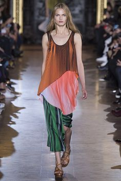 Stella McCartney Spring/Summer 2016 Ready-To-Wear Paris Fashion Week