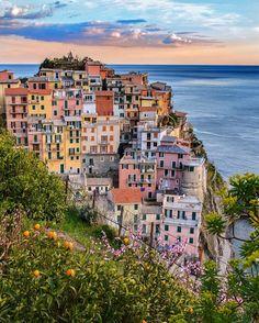 Manarola, Cinque Terre - Italy  #SennaRelax  Courtesy of Senna Relax  Beautiful colorful Italy!  #Italy #Manarola #cities #cliffs #photography #Europe