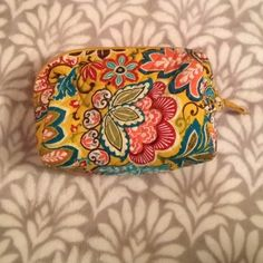 Vera Bradley makeup bag Vera Bradley makeup bag, only used once! Vera Bradley Bags