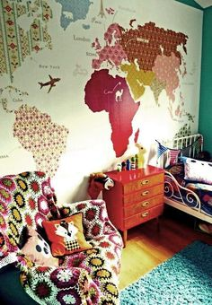 DIY :: Vintage Wallpaper To Create World Map Mural This site is in Norwegian but this map wallpaper idea is amazing! World Map Mural, World Map Wallpaper, Giant World Map, Funky Wallpaper, Classic Wallpaper, Amazing Wallpaper, Wallpaper Murals, Bedroom Wallpaper, Deco Kids