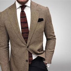 Casual outfit for men with an amazing brown tie! wow
