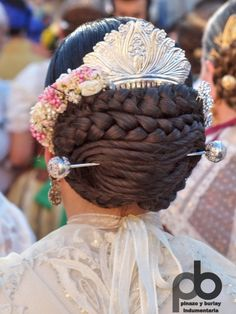 Galería de Fotos ★ Pinazo y Burlay ® Medieval Hairstyles, Spanish Dress, Low Bun Hairstyles, Sweet Lady, Historical Costume, Headgear, Traditional Outfits, Spain Culture, Hair Makeup