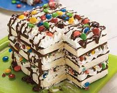 ice cream sandwich cake - so easy ice cream sandwichs stacked with cool whip, chocolate syrup & m's. THIS IS the BEST ice cream cake EVER! my mom makes it all the time Köstliche Desserts, Frozen Desserts, Delicious Desserts, Yummy Food, Sweet Desserts, Frozen Treats, Food Cakes, Cupcake Cakes, Yummy Treats