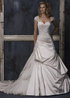 Sweetheart neckline with capped sleeves