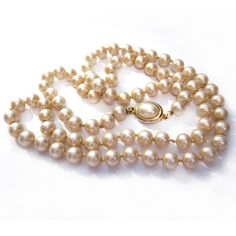 Vintage Pearl Necklace 24 Inch Cream Faux Pearl Glass Bead Necklace... ($6) ❤ liked on Polyvore