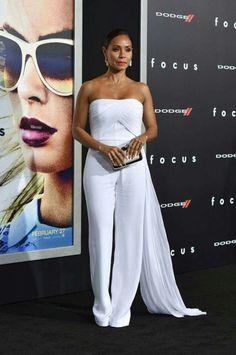 Jada Pinkett Smith in a white strapless Azzaro Couture jumpsuit. Jada Pinkett Smith, All White Outfit, White Outfits, Classy Outfits, All White Party, Strapless Jumpsuit, Bridal Jumpsuit, White Jumpsuit, White Fashion