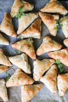 Vegan savory pasties // chocochili.net Vegetarian Recipes, Healthy Recipes, Vegan Bread, Vegan Christmas, Meatless Monday, Fajitas, Healthy Cooking, Food Inspiration, Holiday Recipes