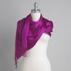 How to Choose and Stylishly Wear Scarves ~~ #Scarves #Fashion #Styling #Accessories