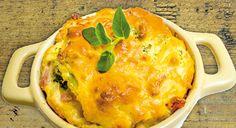 Soufflé de queijo brie com brócolos e presunto