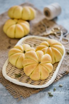 Delicious Kabocha Squash Recipes To Try - Drive Me Hungry Asian Bread Recipe, Healthy Bread Recipes, Japanese Bread, Japanese Dishes, Japanese Food, Japanese Recipes, Sweet Pumpkin Seeds, Asian Cake, Bread Shaping