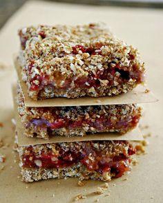 17. Strawberry Breakfast Bars #bars #cheap #recipes http://greatist.com/eat/diy-energy-protein-bar-recipes