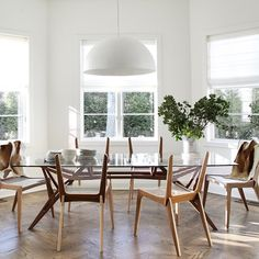 Effortlessly chic breakfast room with these cool rope chairs via bespokeinteriordesignnyc