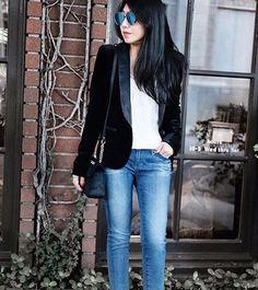 Неотложная помощь в гардеробе – это джинсы. Они подойдут практически ко всему, помогая создавать стильные и практичные образы. Как например эти джинсы из новой коллекции James Jeans. Загляните к нам в JiST, ознакомиться и поэкспериментировать с новыми джинсовыми трендами.  #spring #fashion #outfitidea: #stylish & #trendy #James #jeans helps to create #chic #outfit #мода #стиль #тренды #джинсы #модно #стильно #новаяколлекция #киев