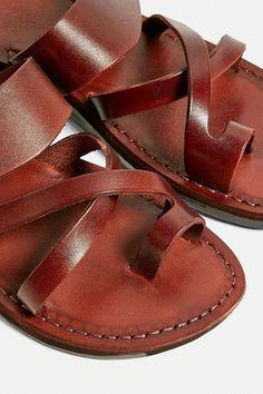 Daily Fashion, Boho Fashion, Fashion Design, Leather Men, Brown Leather, Africa Dress, Best Diamond, Greek Sandals, Celeb Style