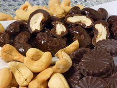 Especial para diabéticos y personas con restricciones glicémicas: Almendras y semillas de marañón tostadas recubiertas con nuestro chocolate Sugar Free 63% cacao, que es endulzado con Splenda y DiabetiSweet.   #chocolate #guatemala