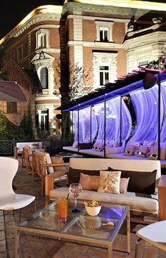 Lo único que le faltaba a Le Cabrera era una terraza - Madrid Patio Interior, Interior Design, Ibiza, Hotel Villas, Hospitality Design, Marie Claire, Luxury Lifestyle, Deck, Design Inspiration