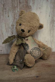 Artist Bear handmade Freddie. £85,00, via Etsy.