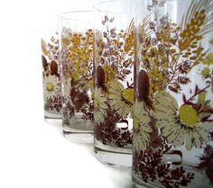 a539be988f6 Vintage Tumblers Drinking Glasses Daisies by MerrilyVerilyVintage