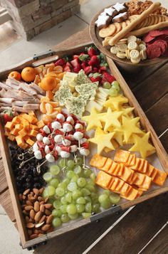 holiday Christmas cheese tray for kids day food platters Holiday Cheese Platter for Kids - SevenLayerCharlotte Fruit Appetizers, Holiday Appetizers, Appetizer Recipes, Holiday Recipes, Holiday Ideas, Wedding Appetizers, Birthday Appetizers, Birthday Parties, Birthday Kids