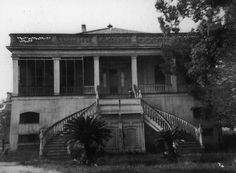 Ellington Plantation was also called Witherspoon. Francis Mayronne commissioned Charles Gallier to design the Classical Revival house, which was built in the late 1850s in present-day Luling, LA