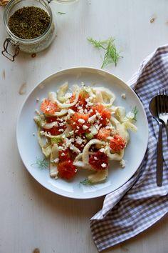 Ensalada de hinojo y naranja roja | Pimienta y Purpurina Queso Feta, Caprese Salad, Bruschetta, Ethnic Recipes, Blog, Gratin, Fennel Salad, Juices, Salads
