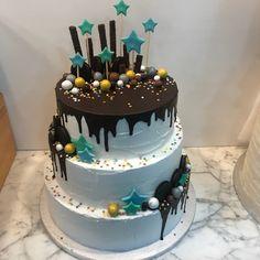 Tarta buttercream paleteada con dripp de chocolate. Birthday Cake, Cupcakes, Chocolate, Desserts, Food, Fondant Cakes, Lolly Cake, Candy Stations, Cookies