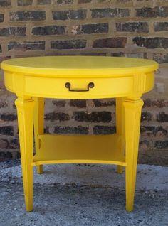 Mesa amarilla 92