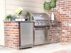 Outdoor Kitchen in a Secret Courtyard Small Outdoor Kitchens, Outdoor Kitchen Plans, Outdoor Kitchen Design, Outdoor Spaces, Outdoor Living, Small Backyard Design, Backyard Pool Designs, Small Patio, Patio Design