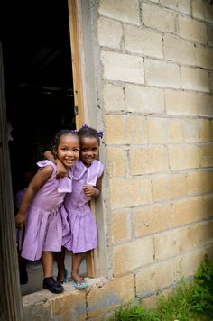 We are absolutely in love with this photo of some girls we met in Jamaica earlier this month :)     www.travel4souls.org