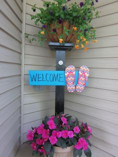 Front porch welcome post ideas are sure to inspire your next project. It will add warmth and charm to your porch. Find the best designs for Welcome Post, Welcome Signs Front Door, Front Door Decor, Summer Deco, Interior Decorating Styles, Porch Decorating, Porch Signs, Door Signs, Outdoor Projects