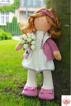 Free Pattern: Mimin Dolls: bonecas: third doll down page pattern only