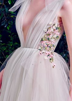 "belleamira: "" Details Hamda Al Fahim Fall/Winter 2016 "" look look… Fashion Week, High Fashion, Bridal Gowns, Wedding Gowns, Vetement Fashion, Prom Dresses, Formal Dresses, Beautiful Gowns, Pretty Dresses"